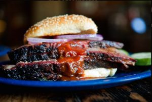 Akses Makan di Dukes Bar-B-Que, Mahal Nggak Sih