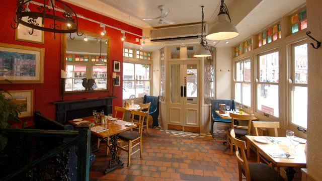 Kulineran di Restoran Duke BBQ dan Bir di Inggris London